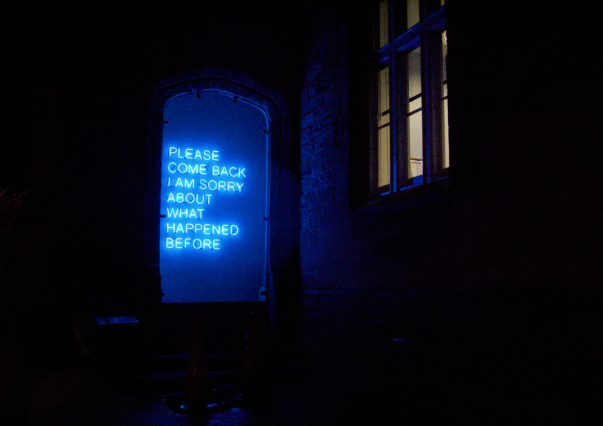 Please-Come-Back---Tim-Etchells---Neon-2008---Image-Courtesy-of-the-Artist-72dpi