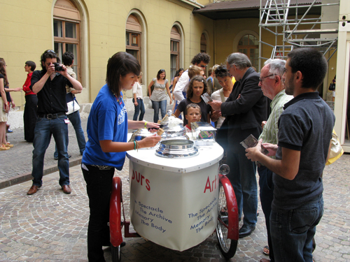 Art Flavours - Gelato Cart in action
