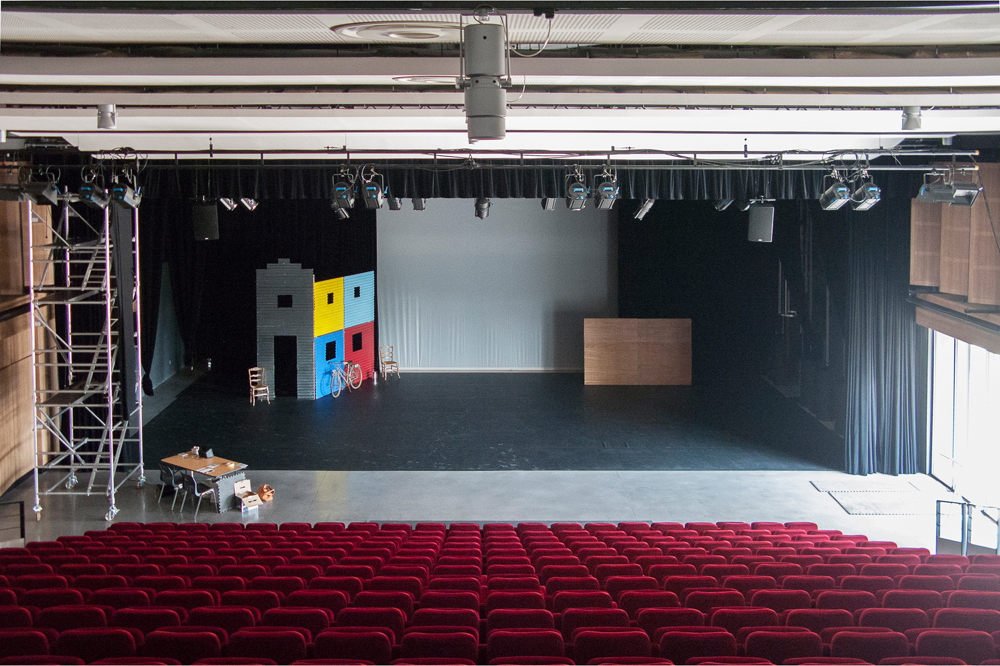 Salle-de-spectacle-de-Vedène,-Avignon,-France,-2012---from-the-series-Empty-Stages---Tim-Etchells-and-Hugo-Glendinning-72dpi