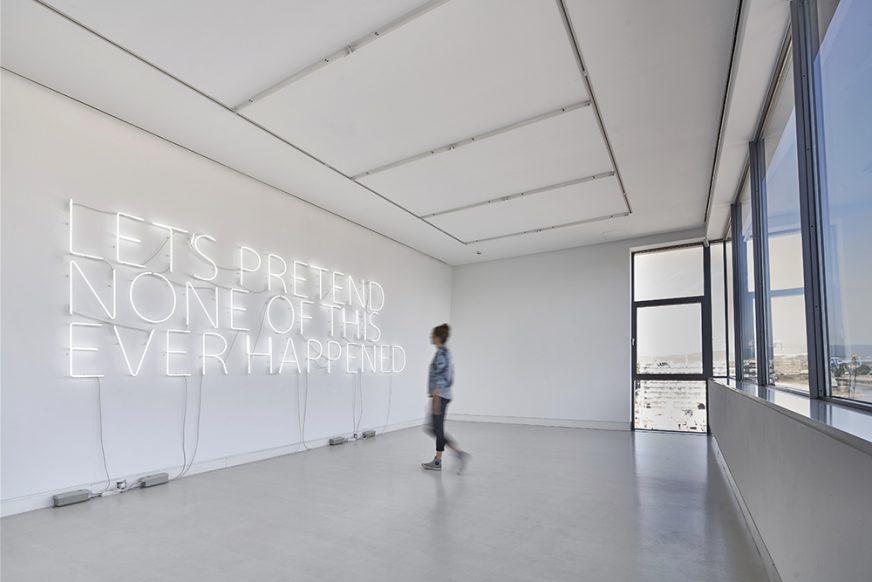 Let's-Pretend-(Large)-Tim-Etchells-Neon-2014-Kunsthalle-Mainz-Image-Credit-Norbert-Miguletz