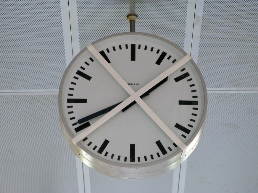 Stopped-Clocks-(Frankfurt)---Tim-Etchells---Series-of-Photographs-2010---Image-Courtesy-of-the-Artist-72di