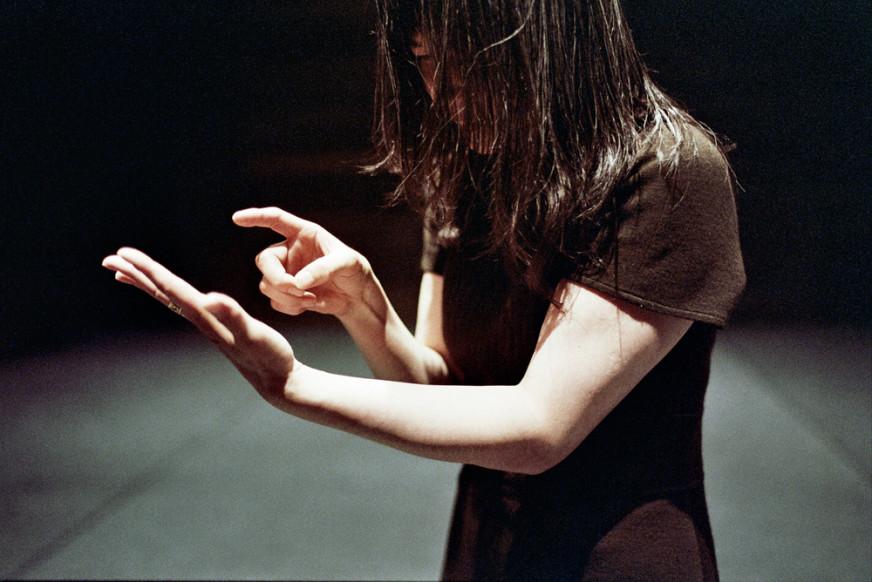 In-Pieces---Tim-Etchells-and-Fumiyo-Ikeda---Performance-2009---Image-Credit-Herman-Sorgeloos---72dpi-002